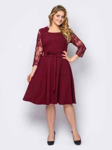 Бордовое платье батал с гипюром и юбкой-клеш 53605, фото 1