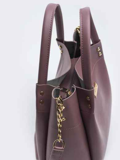 Глянцевая сумка-тоут с цепочкой на ремешке лиловая - 20551, фото 2 – интернет-магазин Dressa