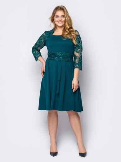 Зеленое платье батал с гипюром и юбкой-клеш 53606, фото 1