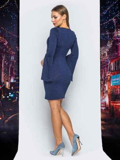 Трикотажное платье синего цвета с расклешенным рукавом 18091, фото 4