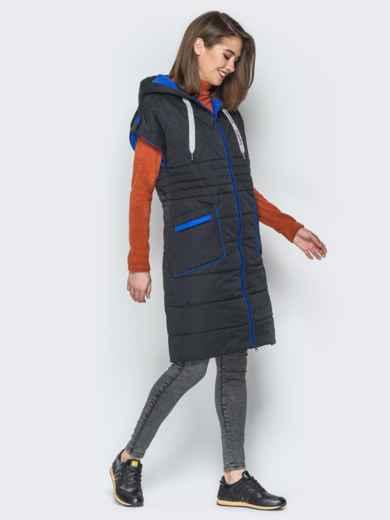 Удлиненный жилет с контрастной окантовкой и капюшоном чёрный - 20251, фото 2 – интернет-магазин Dressa