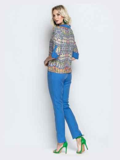 Брючный комплект с принтованной блузкой голубой - 21182, фото 3 – интернет-магазин Dressa