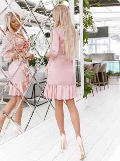 Платье на запах с оборкой по вырезу пудровое - 48015, фото 3 – интернет-магазин Dressa