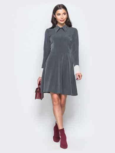 Платье серого цвета с воланами из шифона на рукавах - 17668, фото 1 – интернет-магазин Dressa