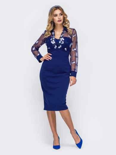 Платье-футляр с контрастной вышивкой на кокетке синее 42881, фото 1