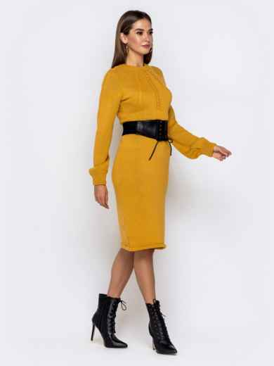 Вязаное платье-миди с косами по лифу горчичное - 41156, фото 2 – интернет-магазин Dressa