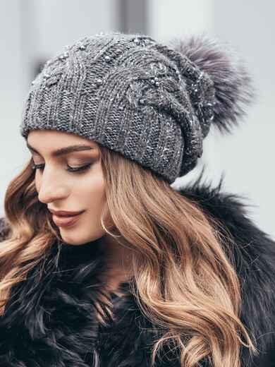 Темно-серая вязаная шапка с бусинами и бубоном - 15480, фото 2 – интернет-магазин Dressa
