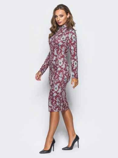 Облегающее платье из софта с цветочным принтом бордовое - 16401, фото 2 – интернет-магазин Dressa