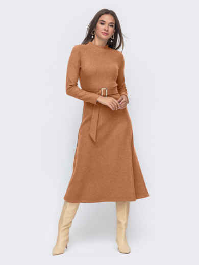 Расклешенное платье из трикотажа с поясом коричневое 55317, фото 1