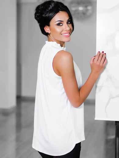 Белая блузка с присборенной горловиной  - 10243, фото 2 – интернет-магазин Dressa