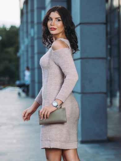 Вязаное платье с открытыми плечами бежевое - 13171, фото 3 – интернет-магазин Dressa