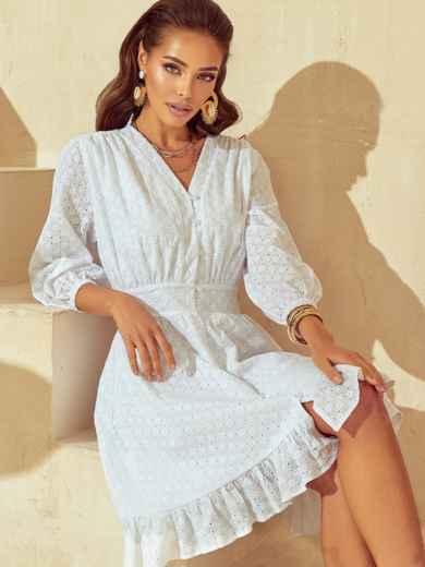 Короткое платье из прошвы с расклешенной юбкой белое 53790, фото 1