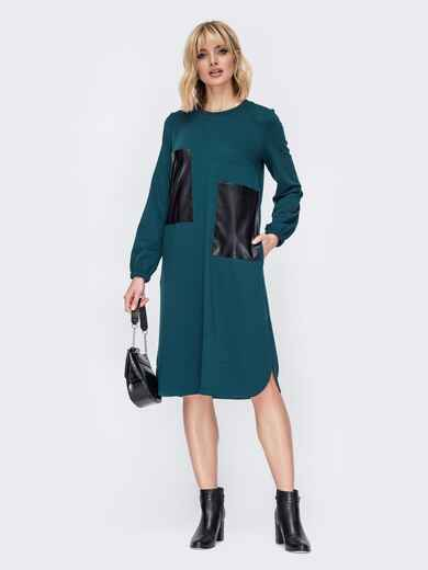 Прямое платье с накладными карманами из эко-кожи зеленое 52655, фото 1