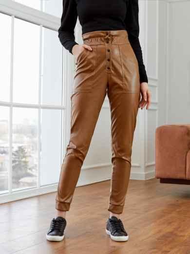 Зауженные брюки из экокожи с высокой посадкой коричневые 53523, фото 1