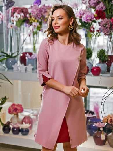 Розовое платье-трапеция с контрастными вставками и брошью - 19899, фото 1 – интернет-магазин Dressa