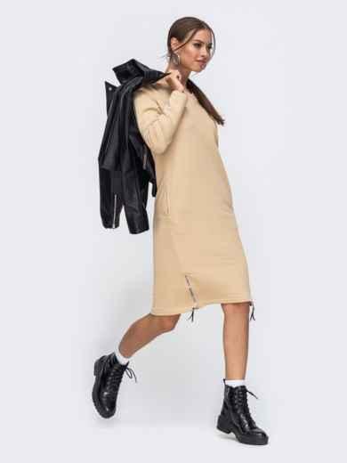 Платье в спортивном стиле из трехнитки с V-образным вырезом бежевое 50341, фото 1