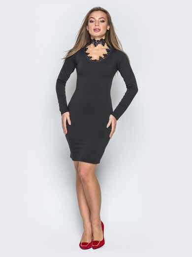 Чёрное платье с фигурным вырезом и гипюровой окантовкой - 19229, фото 1 – интернет-магазин Dressa