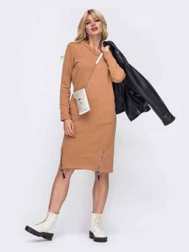 Платье в спортивном стиле из трехнитки с V-образным вырезом коричневое 50339, фото 1
