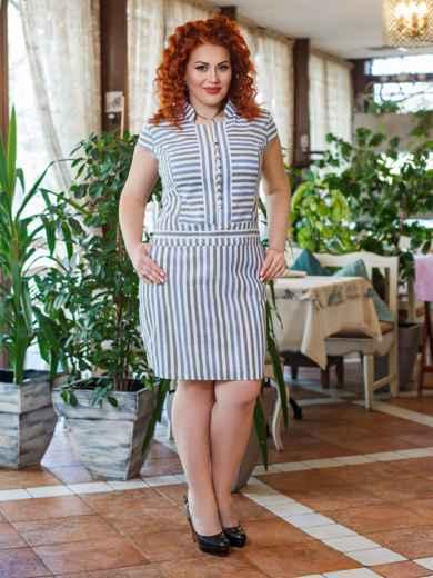 Приталенное платье большого размера в полоску белый - 47871, фото 1 – интернет-магазин Dressa
