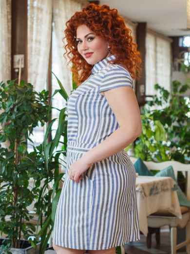 Приталенное платье большого размера в полоску белый - 47871, фото 2 – интернет-магазин Dressa