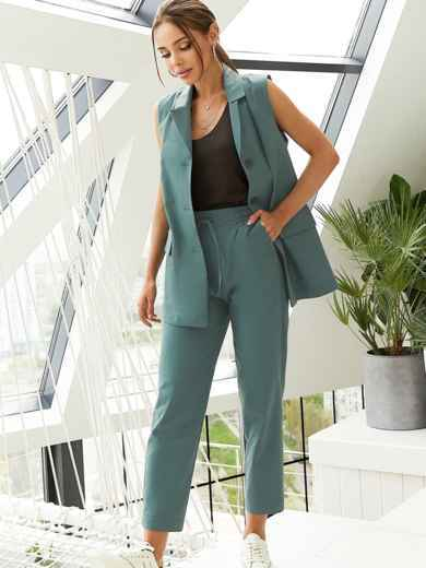 Льняной костюм из жилета и укороченных брюк зеленый 54185, фото 1