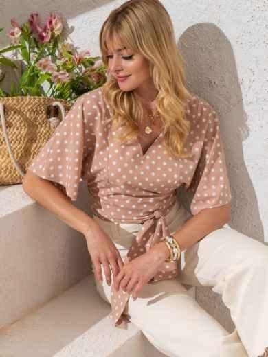 Укороченная блузка в горох с V-вырезом бежевая - 49185, фото 2 – интернет-магазин Dressa