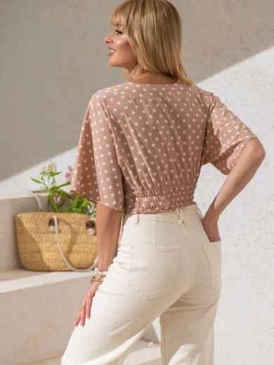Укороченная блузка в горох с V-вырезом бежевая - 49185, фото 4 – интернет-магазин Dressa