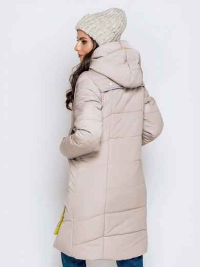 Зимняя куртка бежевого цвета с капюшоном на кулиске - 40141, фото 3 – интернет-магазин Dressa