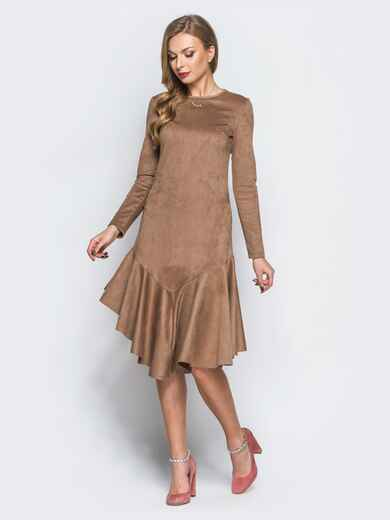 Замшевое платье бежевого цвета с воланом по низу - 18160, фото 1 – интернет-магазин Dressa