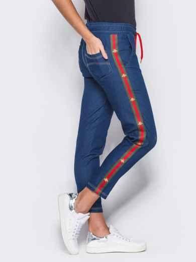 Синие брюки с цветными лампасами - 10334, фото 2 – интернет-магазин Dressa
