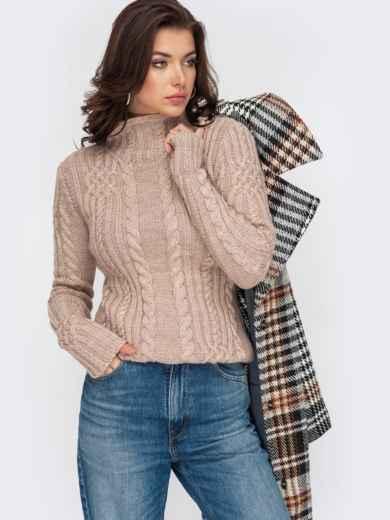 Бежевый свитер плотной вязки с косами и воротником-стойкой 51920, фото 1