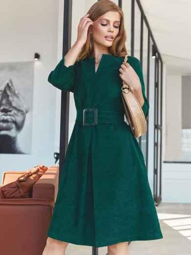 Темно-зеленое платье-трапеция из вельвета с фигурным вырезом 55128, фото 1
