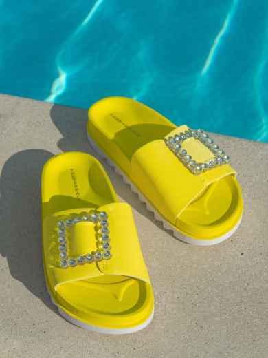 Желтые  шлепанцы с белой рельефной подошвой  - 49748, фото 2 – интернет-магазин Dressa