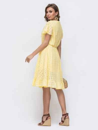 Желтое платье из прошвы с резинкой по талии - 48228, фото 4 – интернет-магазин Dressa