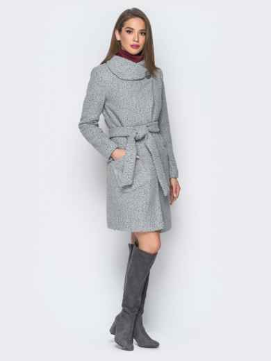 Пальто серого цвета из букле с воротником-хомут - 18255, фото 2 – интернет-магазин Dressa