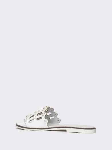 Белые шлёпанцы с перфорацией и жемчужинами - 21781, фото 3 – интернет-магазин Dressa