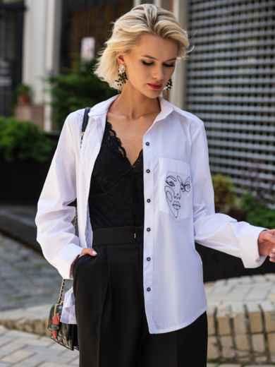 Рубашка с вышивкой на кармане и разрезами по бокам белая 49465, фото 1