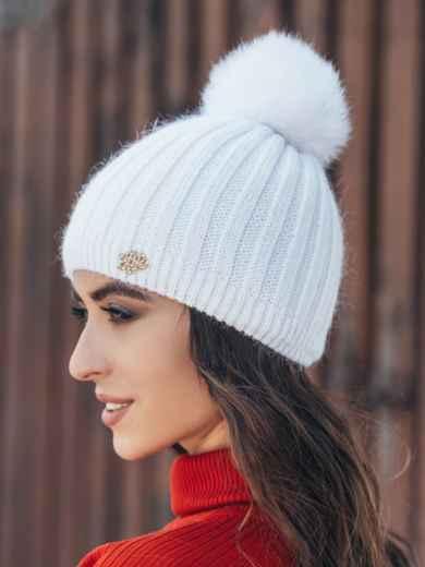 Белая шапка с натуральным помпоном - 14990, фото 2 – интернет-магазин Dressa