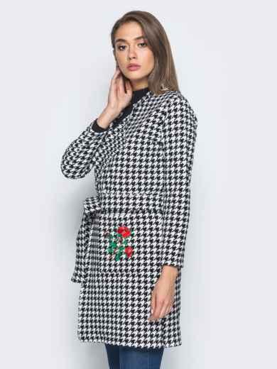 Кардиган с вышивкой на кармане и с поясом бело-черный - 15739, фото 2 – интернет-магазин Dressa