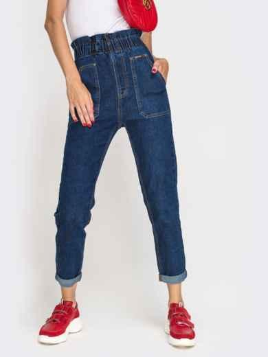 Джинсы с накладными карманами и оборкой по талии синие - 41932, фото 2 – интернет-магазин Dressa