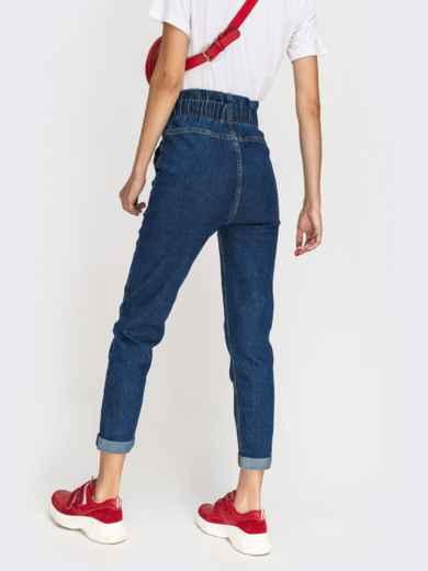 Джинсы с накладными карманами и оборкой по талии синие - 41932, фото 3 – интернет-магазин Dressa