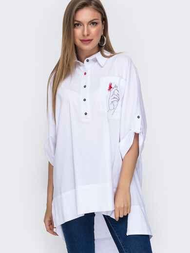 Белая рубашка с вышивкой на кармане и удлиненной спинкой 49473, фото 1