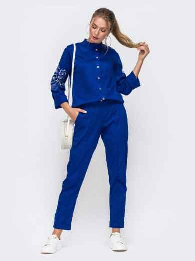 Синий комплект из рубашки с вышивкой на рукавах и брюк 49476, фото 1