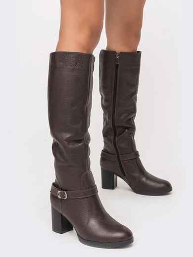 Зимние сапоги коричневого цвет на устойчивом каблуке - 41642, фото 1 – интернет-магазин Dressa