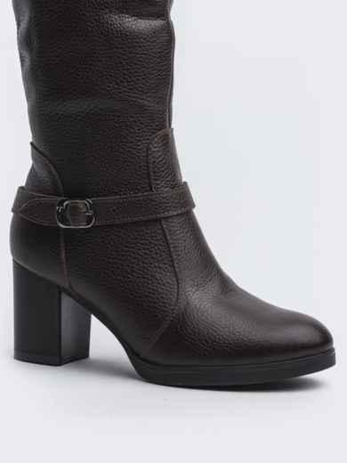 Зимние сапоги коричневого цвет на устойчивом каблуке - 41642, фото 2 – интернет-магазин Dressa