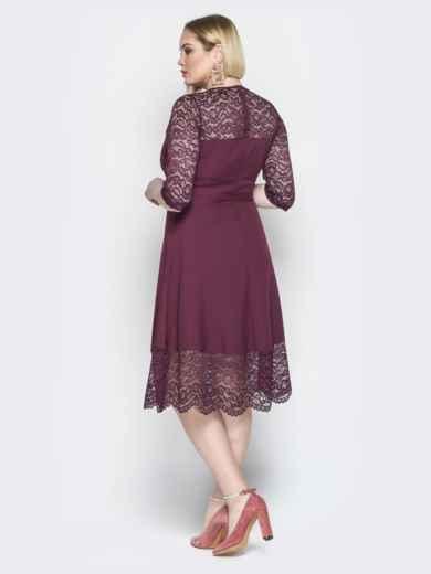Бордовое платье приталенного кроя с гипюром - 19940, фото 3 – интернет-магазин Dressa
