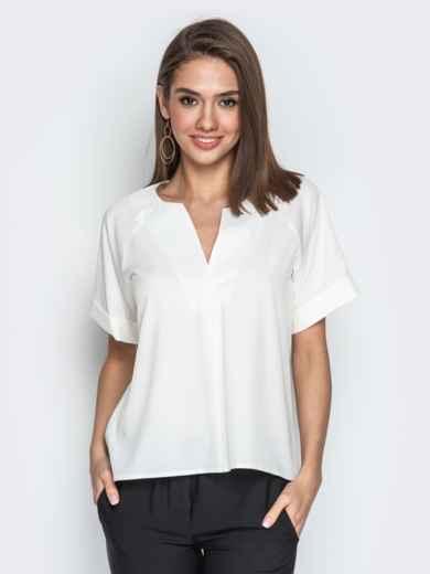 Молочная блузка свободного кроя с геометрическим вырезом 20776, фото 1