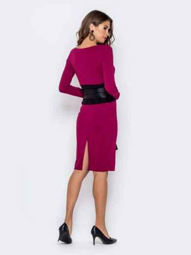 Обтягивающее платье малинового цвета с контрастным поясом 40946, фото 3
