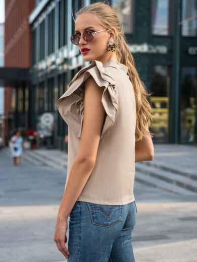Приталенная блузка с объемными рукавами из воланов бежевая 49775, фото 3