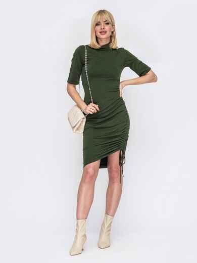 Платье-гольф с кулиской сбоку цвета хаки 53087, фото 1